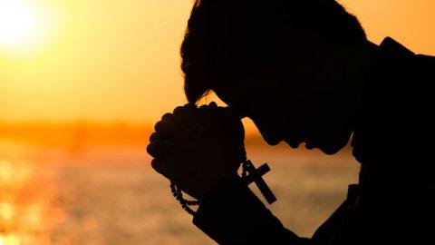 Αν δεν μπορείς να επιστρατεύσεις τη δύναμη μέσα σου για ν' αγαπήσεις τον Θεό, τότε πώς μπορείς να προσευχηθείς;