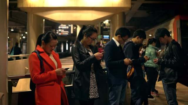 Πώς πρέπει να αντιμετωπίζουμε τον εθισμό στο τηλέφωνο