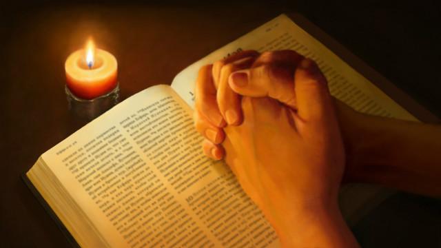 προσευχόμενος ο Θεός